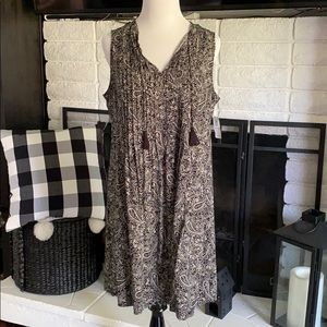 Old Navy black and white paisley printed dress